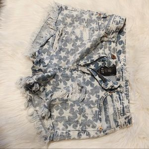 Star distressed flag denim shorts